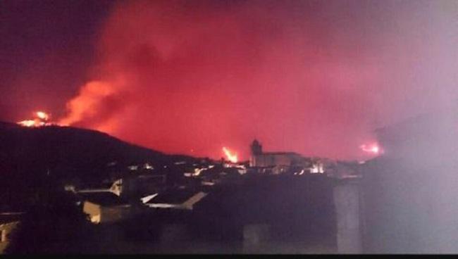 Portugal, Andalucía y Castilla y León se suman a la extinción en el incendio de Sierra de Gata