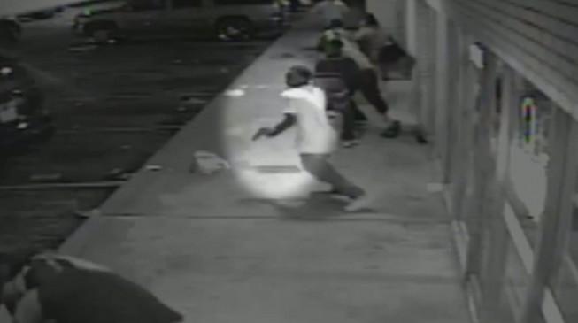 Un vídeo muestra que el joven en estado crítico iba armado en el tiroteo de Ferguson