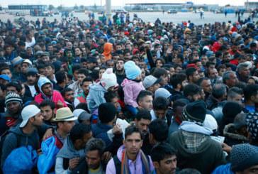 Austria cierra la autovía con Hungría y reactiva los trenes con Alemania