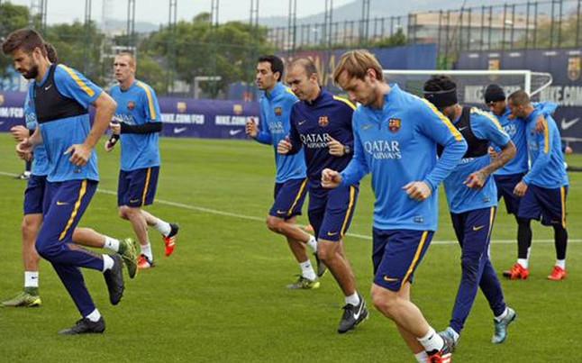 Arda Turan entra en la lista y Piqué, sancionado, será baja para La Coruña
