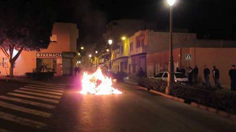 Altercados e incendios en la localidad almeriense de Roquetas tras el asesinato de un ciudadano guineano
