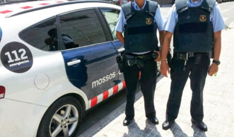 La Fiscalía ordena a los Mossos identificar a los responsables de los puntos de votación