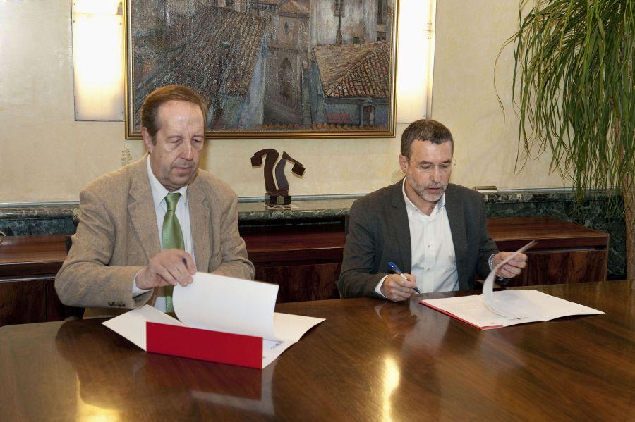 El Gobierno de Navarra firma un convenio con Iberdrola para asegurar el suministro a clientes sin recursos