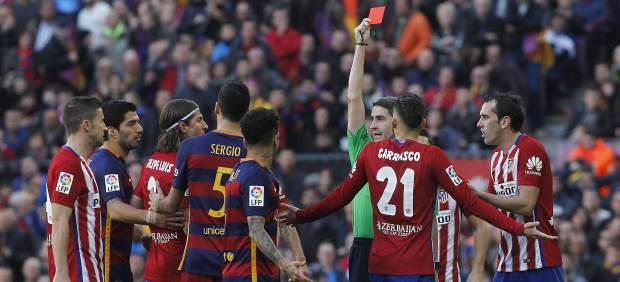 2-1. Golpe a la Liga del Barcelona ante un Atletico lastrado por dos expulsiones justas