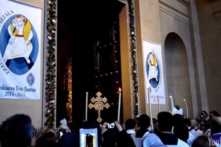 Apertura Puerta santa catedral de pamplona año jubilar misericordia 2015