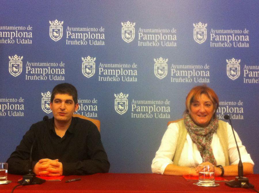 El Ayuntamiento de Pamplona retira las tarjetas de aparcamiento a los concejales