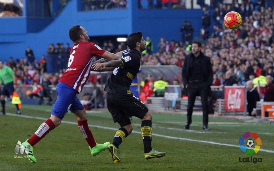 El Atletico no pasa del empate a cero ante un Sevilla que jugó media hora con 10