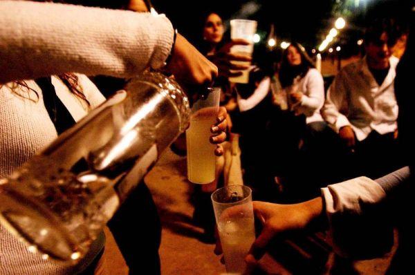 Relacionan consumo de alcohol en la adolescencia con la adicción en edad adulta