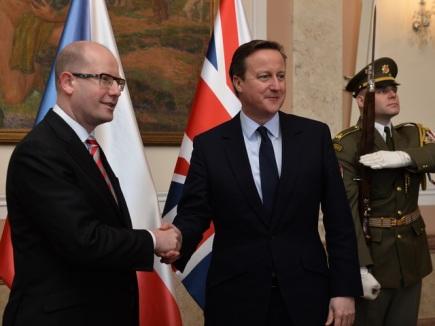 Cameron busca en Praga apoyos para un «freno de seguridad» a la inmigración6