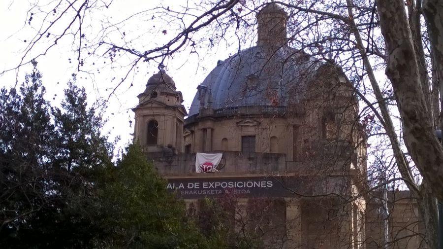 El Ayuntamiento de Pamplona cambia la placa de la plaza Conde de Rodezno por 'Plaza de la Libertad/Askatasun Plaza'