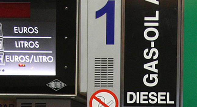 El Gobierno y Podemos pactan ayudas al coche eléctrico con el impuesto al diésel