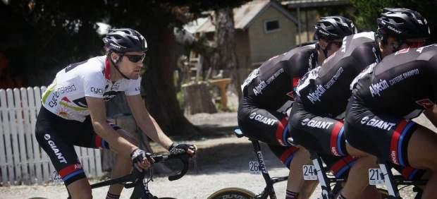 Dos ciclistas del equipo Giant, graves tras ser arrollados en Alicante