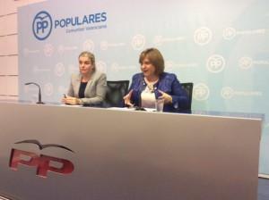 Isabel Bonig (dcha), presidenta del PPCV