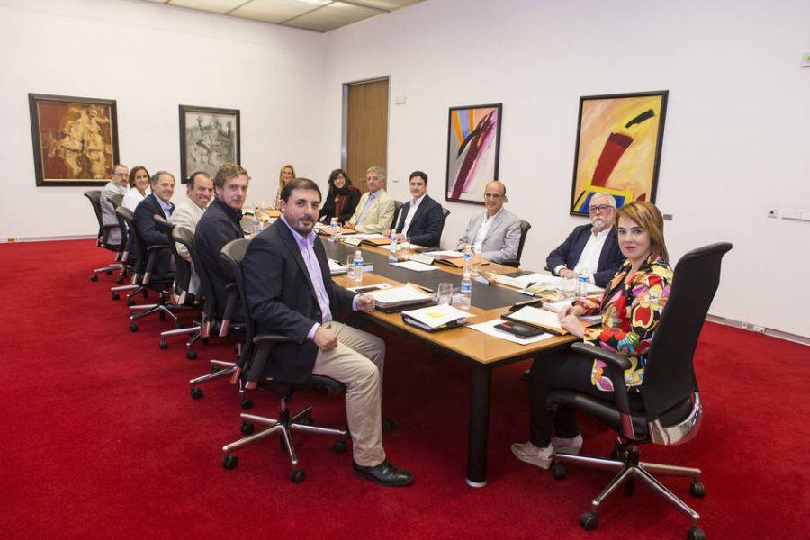 """El Parlamento estudia pedir que Barkos explique la """"intromisión"""" del PNV en Navarra"""