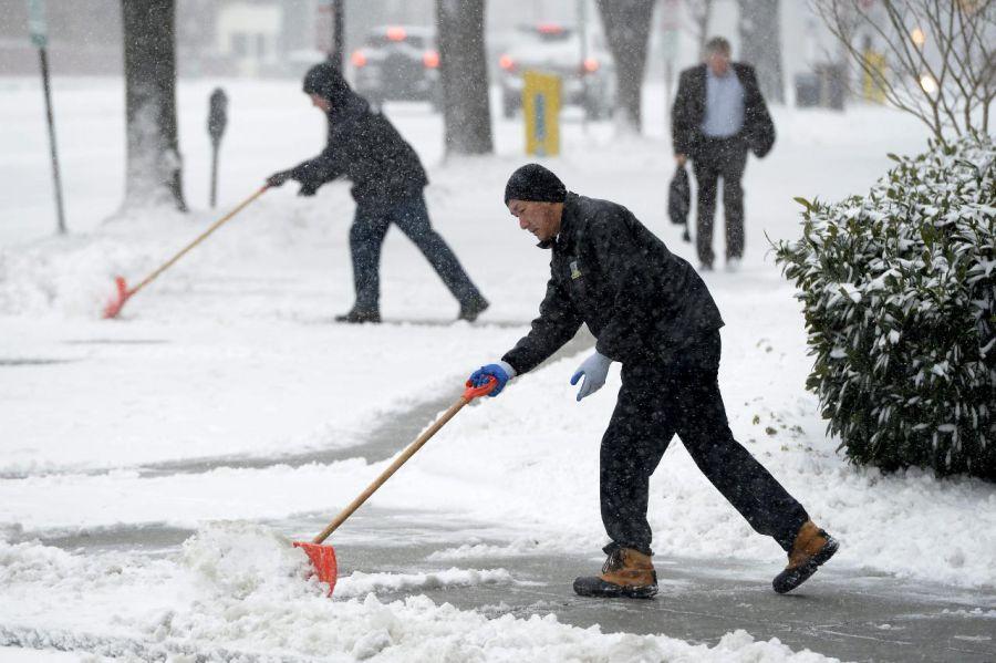 La costa este de Estados Unidos, paralizada por una gran tormenta de nieve y viento