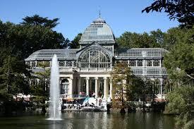 La primera exposición en España de Damián Ortega incoprora la arquitectura del Palacio de Cristal del Retiro