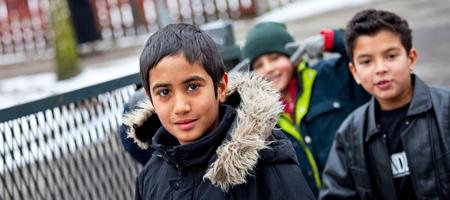 """Grupos enmascarados llaman a """"actuar"""" contra los menores inmigrantes en Estocolmo"""