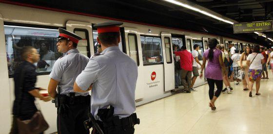 Se incrementa la vigilancia en el metro de Barcelona ante el riesgo de amenaza yihadista