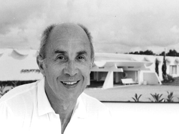 Muere a los 92 años André Courréges, el diseñador que popularizó la minifalda