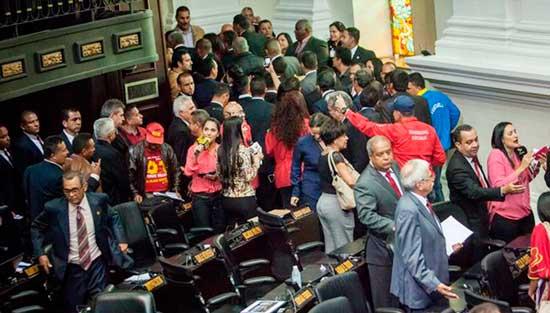 El chavismo boicotea la toma de posesión de los nuevos diputados