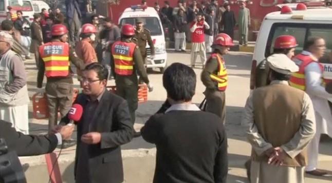 Un ataque talibán en una universidad de Pakistán deja al menos 25 muertos