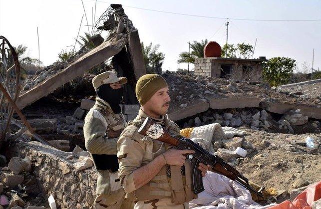 Varios soldados muertos en un doble atentado del EI contra un cuartel en Irak