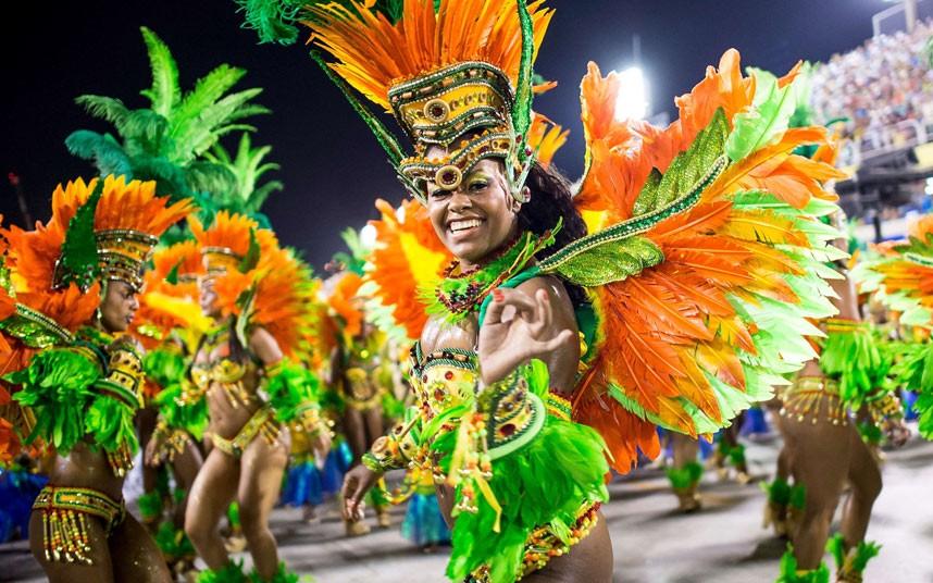 ANÁLISIS: América enciende sus carnavales en medio de los estragos por El Niño y el zika