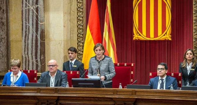 El Parlamento catalán cambia el reglamento para la aprobación exprés de la ley del referéndum