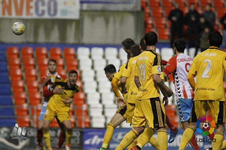 2-0. Paso tras de Osasuna en la lucha por el ascenso