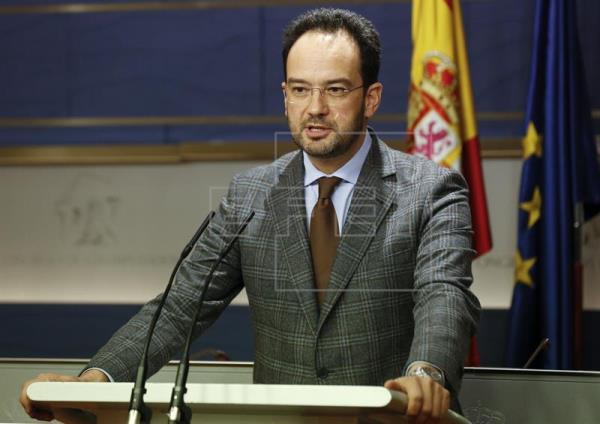 Sánchez descolgará el teléfono si le llama Rajoy pero volverá a decir que no