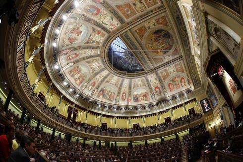 Los españoles apuestan por un tripartito PP-PSOE-C's, según un sondeo