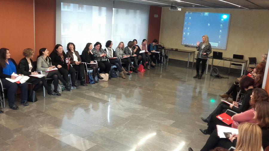 Mas de 40 empresarias y directivas participan en un novedoso encuentro Networking de AMEDNA