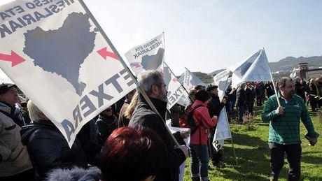Otegi abandona la prisión de Logroño entre aplausos y vítores