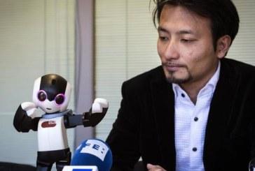 «Robohon», el robot humanoide de bolsillo que aspira liderar telefonía móvil