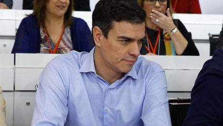 Sánchez afronta el debate de investidura sin apoyos suficientes