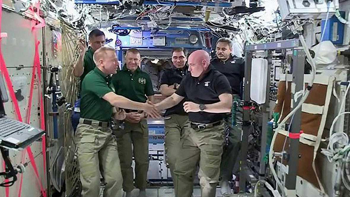 La Soyuz aterriza con los tres astronautas que regresan de la Estación Espacial Internacional