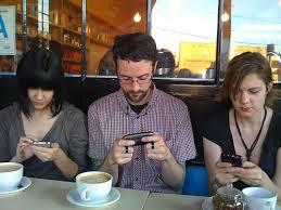 El difícil propósito de desengancharse del móvil