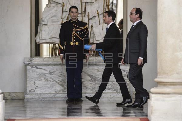 La popularidad de Hollande y Valls cae a los peores niveles en sus mandatos