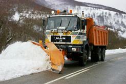 Movilizados un centenar de quitanieves ante el riesgo de nevadas desde esta tarde a partir de los 500 metros