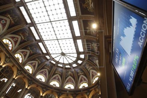 La Bolsa española mantiene ganancias del 0,39 % a la espera del BCE