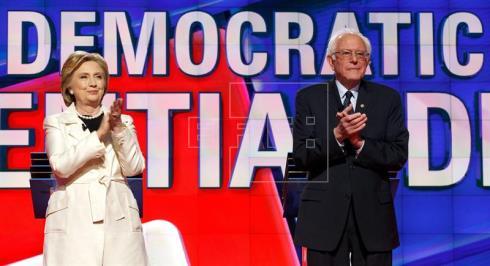 Clinton y Sanders participan en un áspero debate antes de una elección interna clave