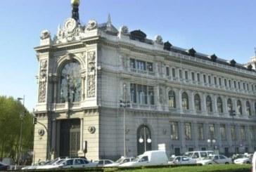 El Banco de España mantiene sus previsiones, pero advierte del parón del consumo