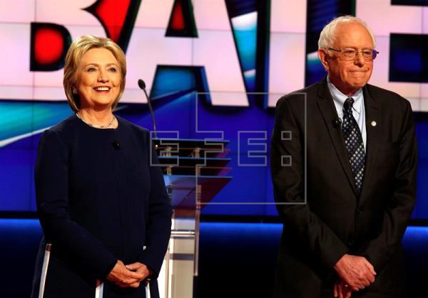 Solo dos puntos porcentuales separan a Clinton de Sanders, según una encuesta