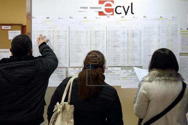 La tasa de empleo de los españoles entre 20 y 64 años, una de las peores de la UE