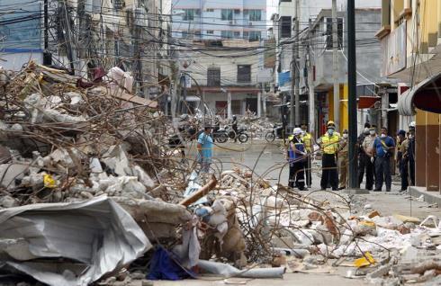 Asciende a 655 la cifra de muertos por terremoto de magnitud 7,8 en Ecuador