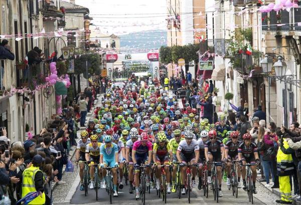 Póquer de Gaviria, rey del esprint en el Giro, y Dumoulin sigue de rosa