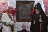 """El papa invoca la paz en Cáucaso y rechaza la """"fuerza engañosa de la venganza"""""""
