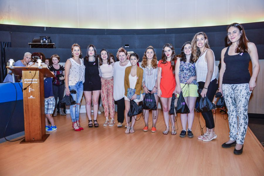 Creanavarra diseña prendas para la III Edición del Desfile de la Asociación Navarra de Cáncer de Mama