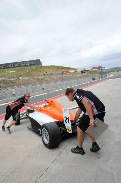 El Circuito de Los Arcos estrena el Campeonato de F4 España en Navarra