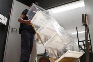 28-A: Comienzan los preparativos en los colegios electorales de Pamplona